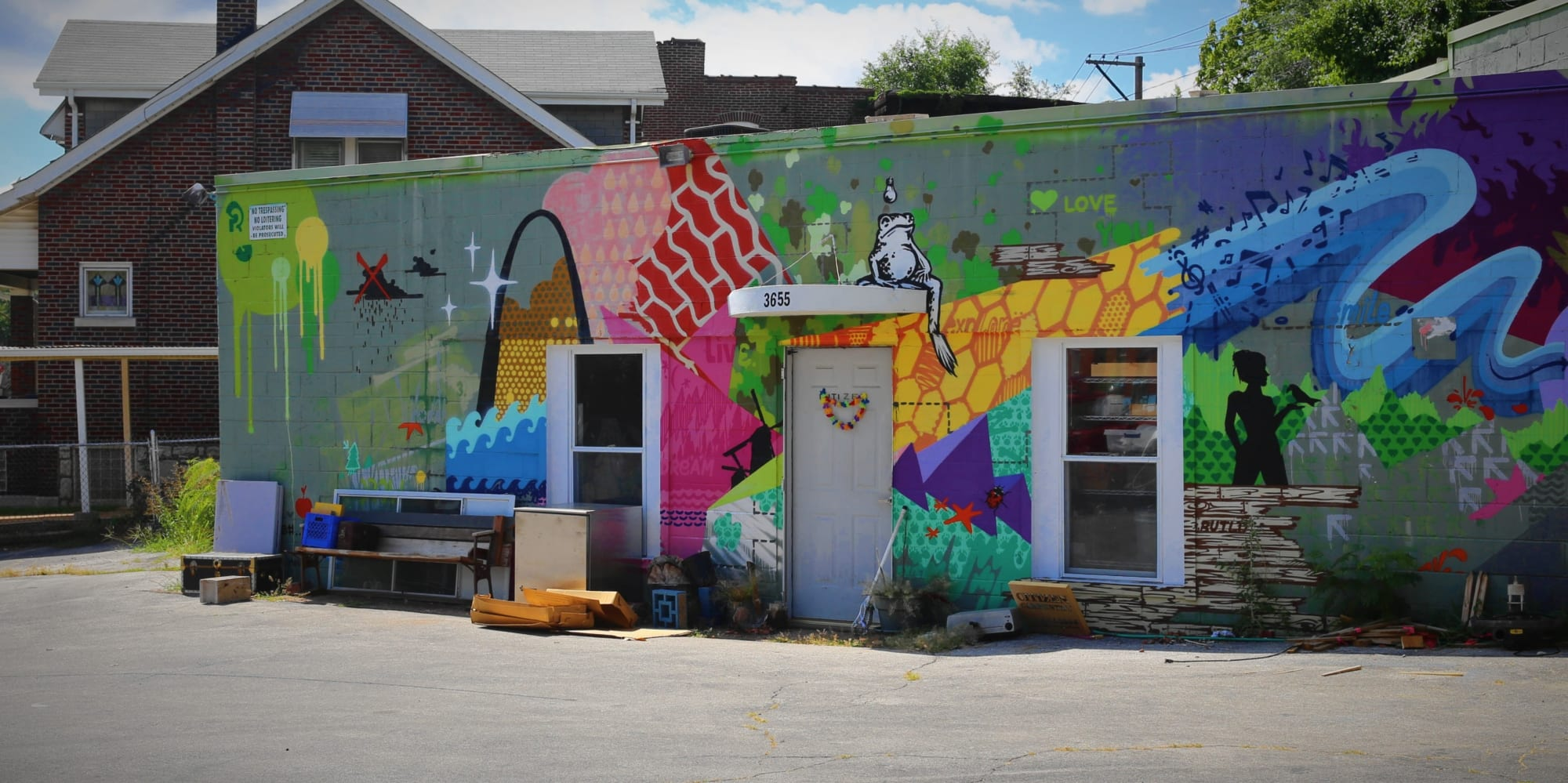 Colorful paint job at California and Winnebago. Photo by Paul Sableman.
