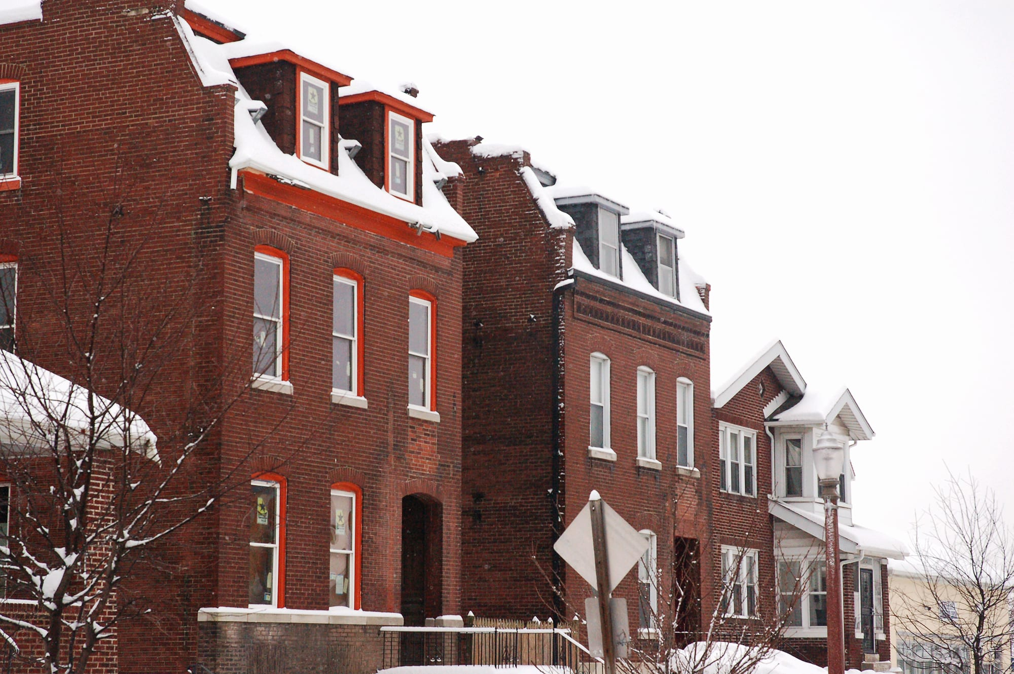 Houses on Meramec Street in the snow.