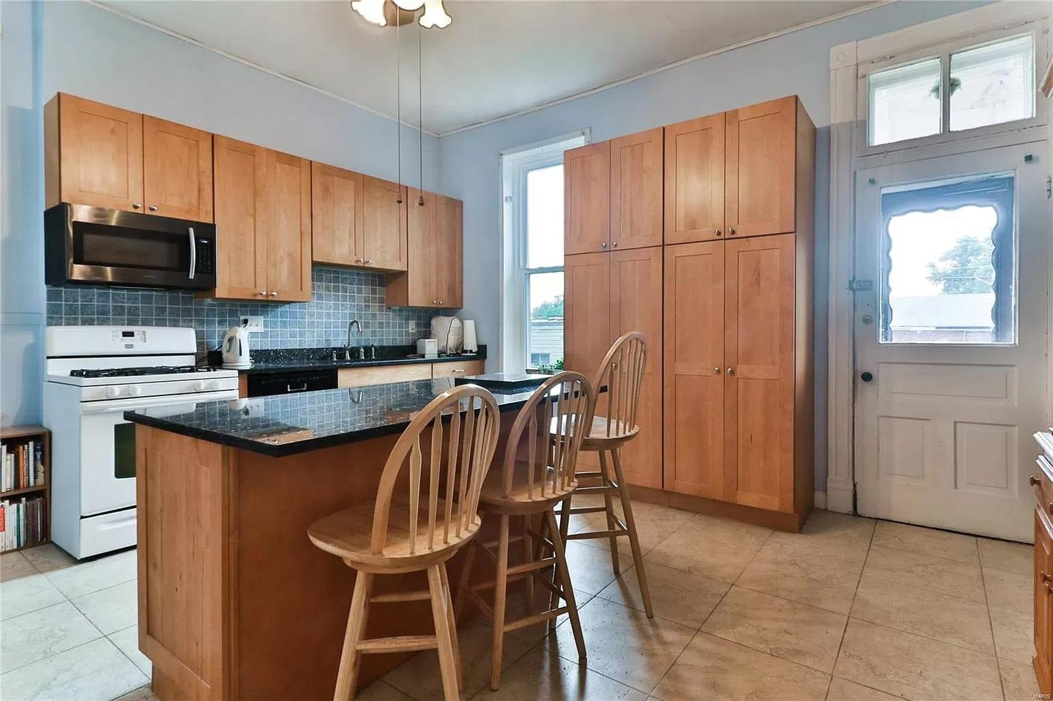 Real estate listing photos of 3516 Itaska Street.